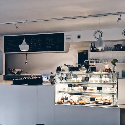 Frühstück in der Speiserei in Untertürkheim